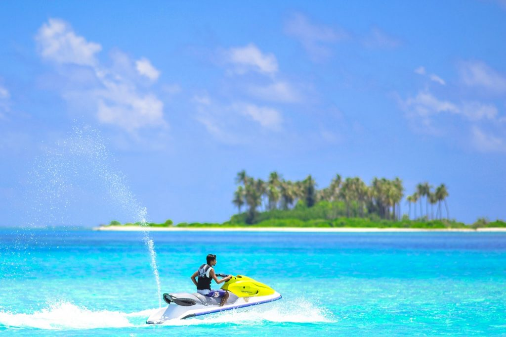 Experience Thrilling Activities In The Sea
